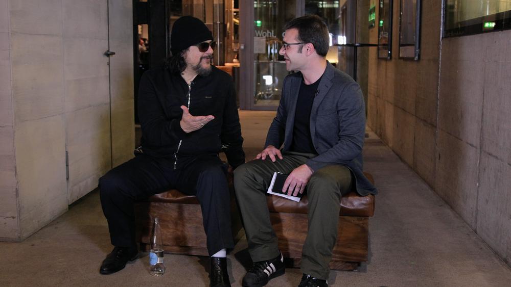 Tito Larriva (Tito & Tarantula) telling us about his career. | Photo: From-Hero-To-Zero.com, 25 April 2015, Moods Zurich/Switzerland